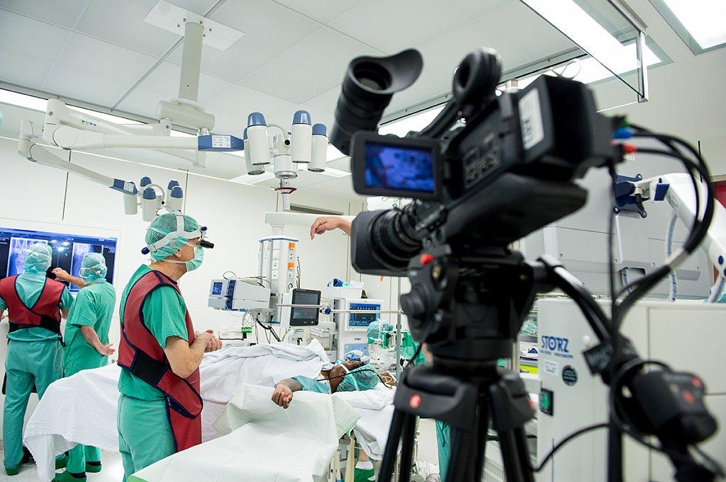 Live Übertragung einer OP auf dem Kongress der Deutschen Gesellschaft für Handchirurgie.